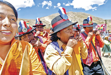 LA PAZ, BOLIVIA - OCTUBRE 03: Peasants of Putre community play the panpipe during the dance 'Chito Putre' of Chile as part of the V International Festival of Native Dance and Music on October 3, 2009 in La Paz, Bolivia. Thirty-five groups from Chile, Bolivia and Peru participated of the Festival held in Kinsa Chata, the highest mountain in the community of Tiwanaku, located 30 kilometers from La Paz. (Photo by Jose Luis Quintana/LatinContent/Getty Images)